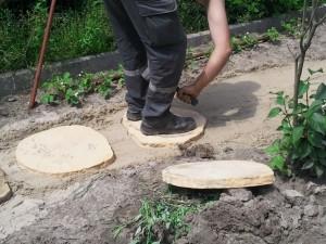 Tutaj płyty układaliśmy na podsypce betonowej…